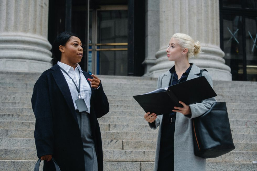 Dispensa de la obligación de no declarar como testigo (II): Si he denunciado a un familiar, ¿qué validez tiene la denuncia si no me han informado de la dispensa?